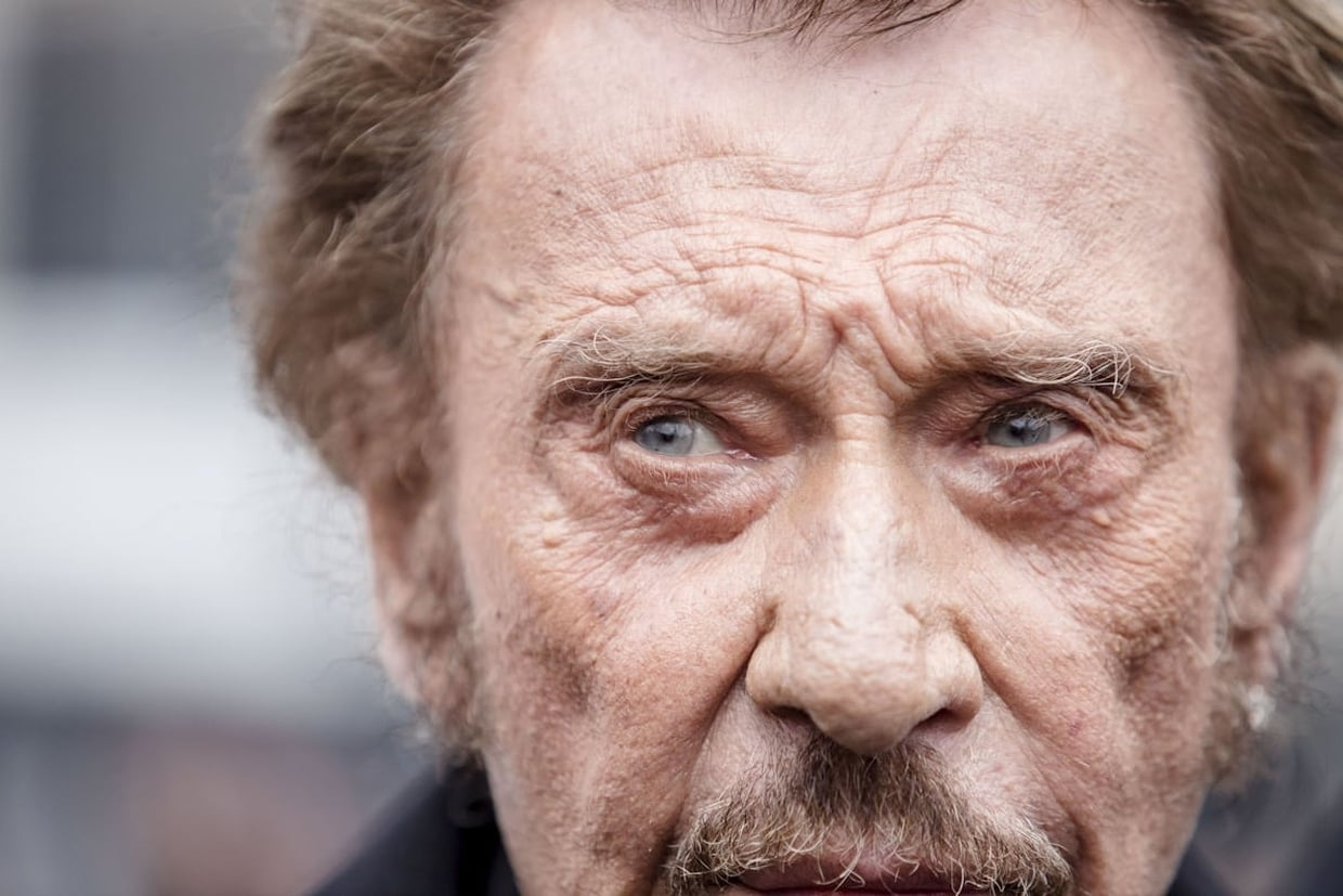french elvis johnny hallyday dies at 74 age direstraits. Black Bedroom Furniture Sets. Home Design Ideas