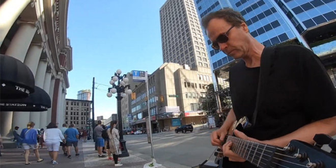 """""""Where Do You Think You're Going"""" – Guitarist Plays Extended Jam Tribute to Mark Knopfler"""
