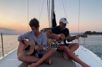 """Sultans of Swing"" – Acoustic Sunset Cover by Francois & Augustin Lepage"