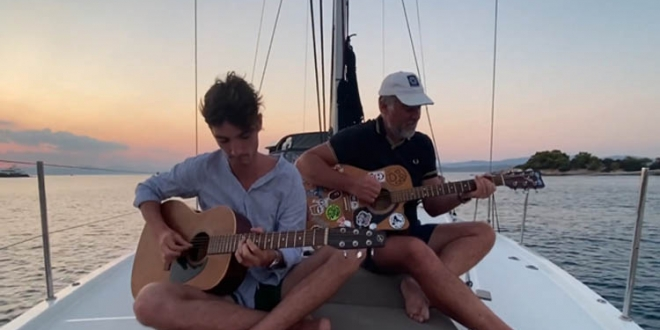 """""""Sultans of Swing"""" – Acoustic Sunset Cover by Francois & Augustin Lepage"""
