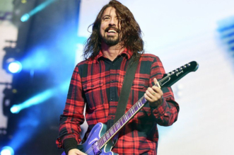 dave-grohl-perform-money-for-nothing-dire-straits-video-news-fans-guitar-stories-blog