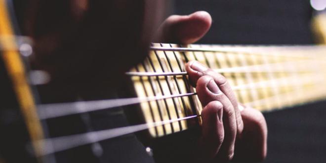 few-interesting-facts-about-guitars-dire-straits-blog-news-guitar-stories